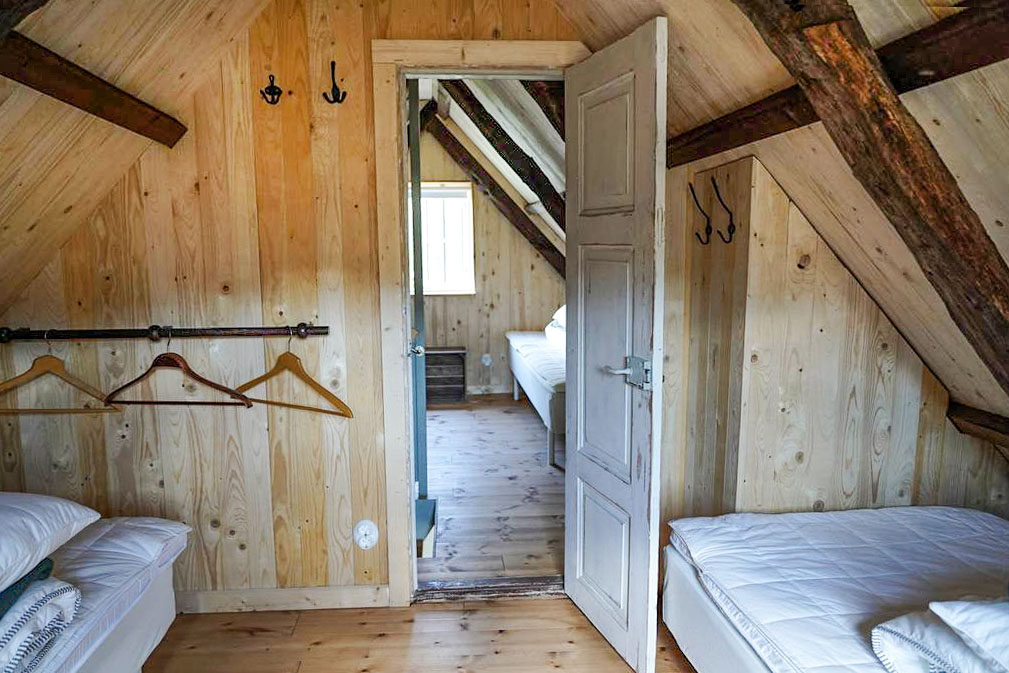 In both the cottage bedrooms there are two comfortable 90 cm beds.