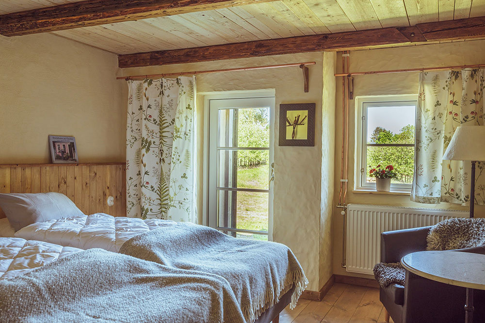 In the big courtyard apartment there are two bedrooms with double beds facing the orchards.