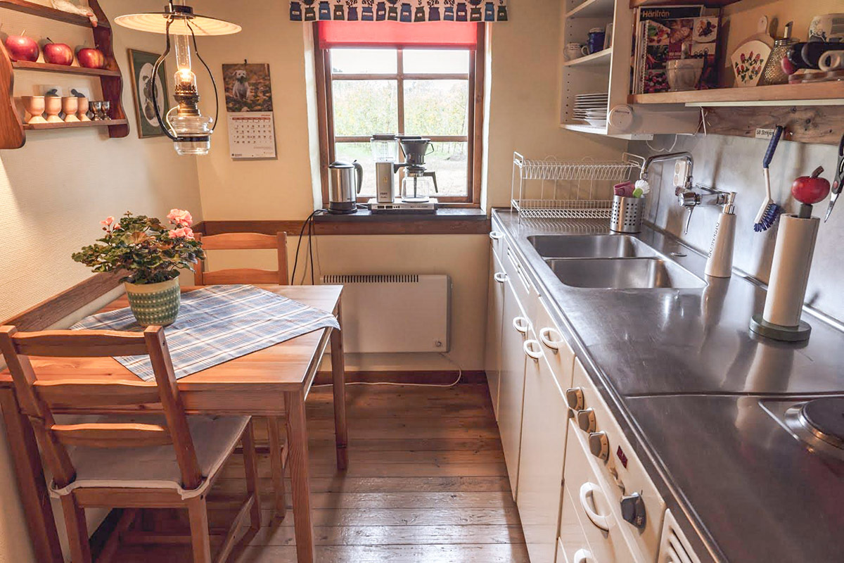 The kitchen in the big courtyard apartment is facing the apple orchard and is fully equipped for self-catering.